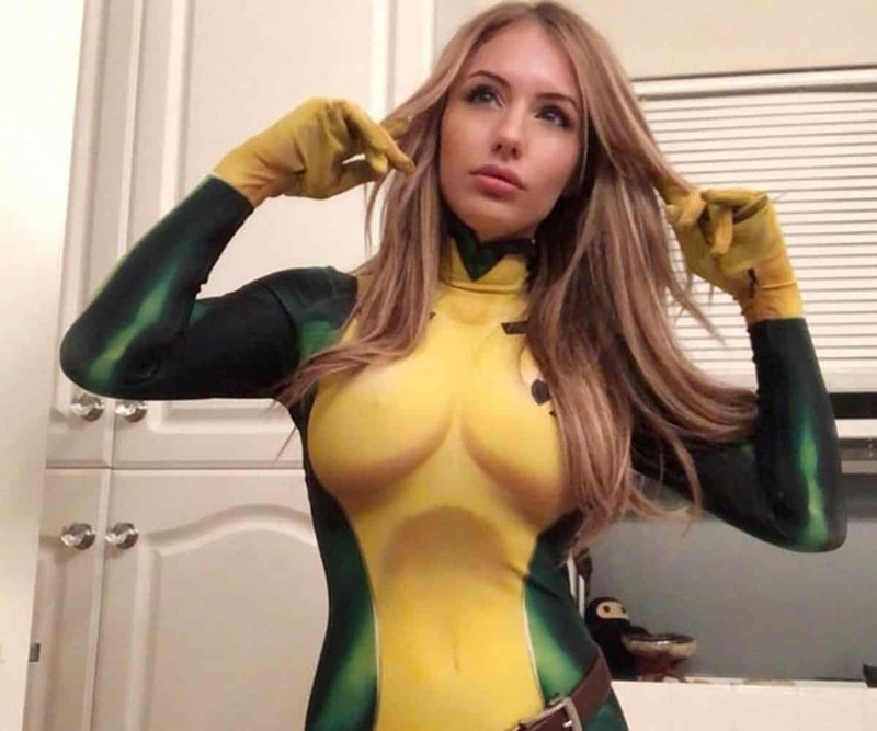 How to date female cosplayers 💌 The Hottest
